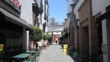 A retail walkway in Glendale, CA before enhancement